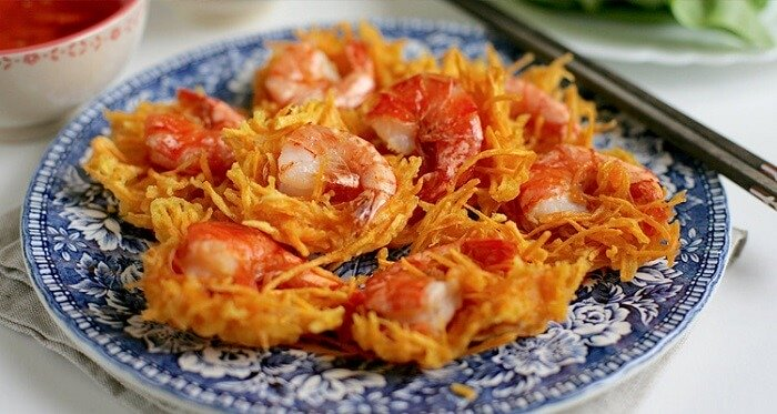 Kem Hồ Tây và món bánh tôm trên đường Thanh Niên là hai món ăn mà bạn nhất định không thể bỏ qua