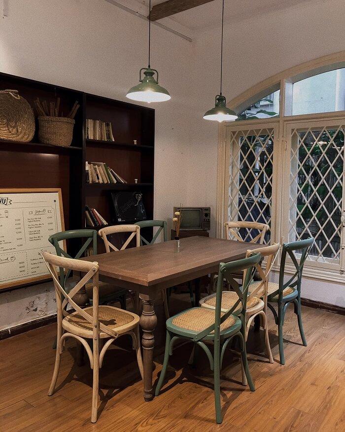 Quán khá rộng gồm 3 tầng theo phong cách ''vintage''
